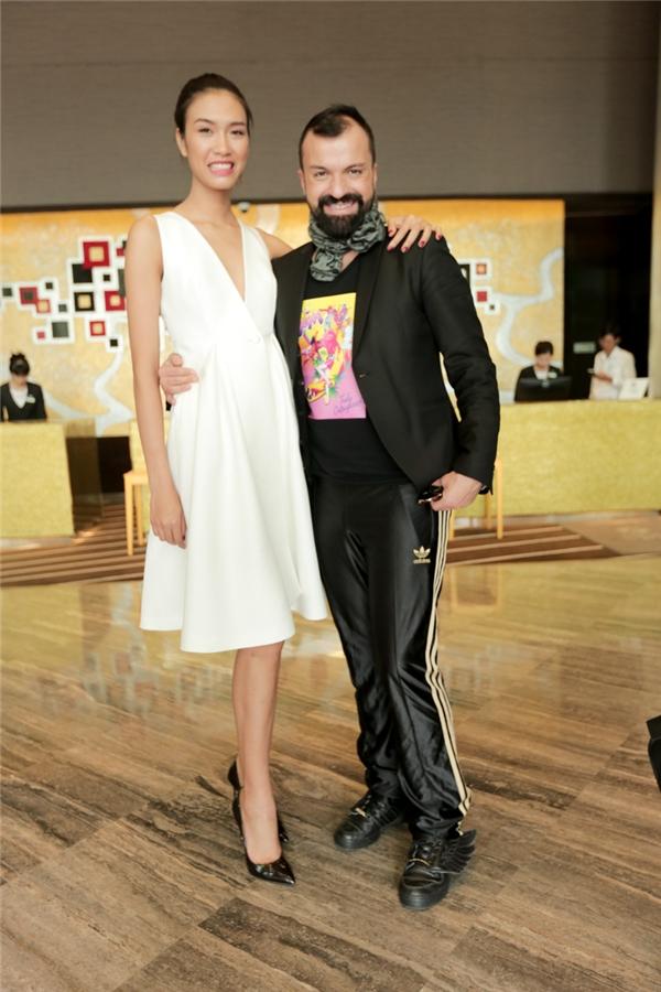 Trước đó, nhà thiết kế nổi tiếng người Pháp Julien Fournie đã có mặt tại TP.HCM và tham dự đêm chung kết Vietnam's Next Top Model 2015. Ông cũng sẽ là người giữ vai trò mở màn cho sự kiện đình đám này cùng với nhà thiết kế Phương My - một trong những đại diện của Việt Nam.