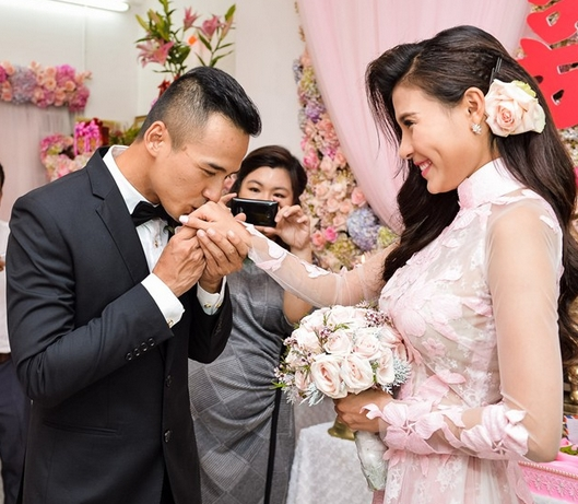 Mới đây cặp đôi đã tổ chức lễ đính hôn trong sự chúc phúc của nhiều người. - Tin sao Viet - Tin tuc sao Viet - Scandal sao Viet - Tin tuc cua Sao - Tin cua Sao