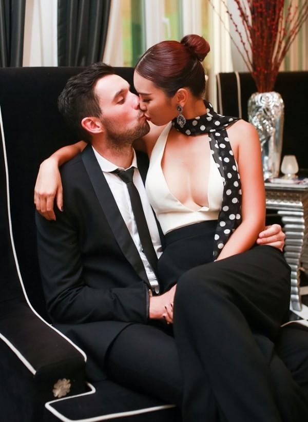 Chuyện tình của cặp đôi thu hút nhiều sự chú ý. - Tin sao Viet - Tin tuc sao Viet - Scandal sao Viet - Tin tuc cua Sao - Tin cua Sao