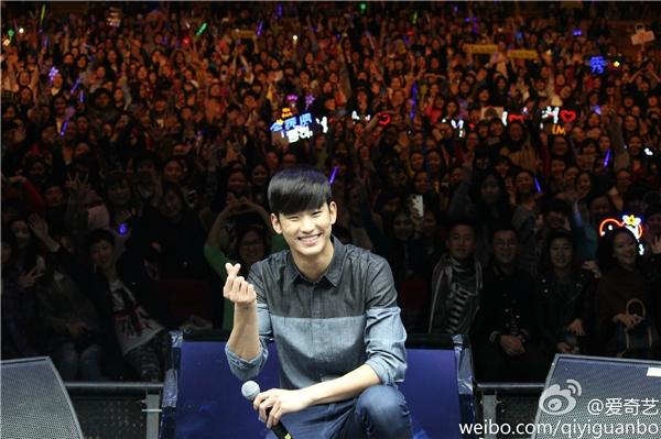 Một buổi fan meeting của Kim Soo Hyun luôn thu hút hàng ngàn fan tham dự.