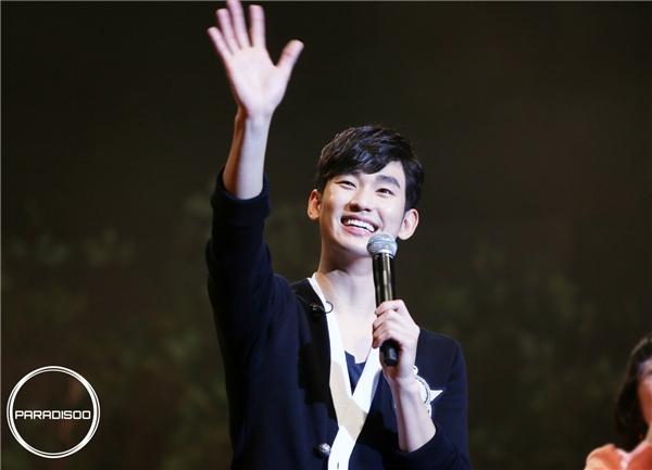 Fan bức xúc khi phải đợi Kim Soo Hyun suốt 7 tiếng