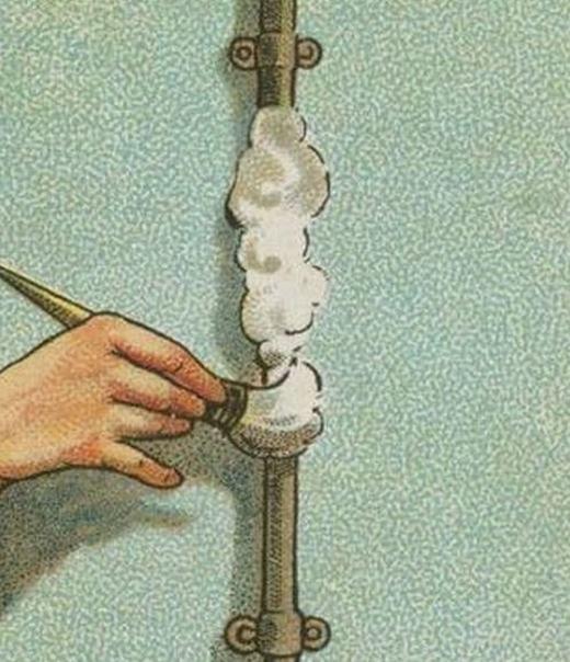 Nếu bạn ngửithấy có mùikhí ga rò rỉ và muốn kiểm tra, hãy hòa xà phòng với nước rồi đánh thành bọt, sau đó, bôi một lớp lên chiều dài của ống dẫn ga. Nếu chỗ nào rò rỉ sẽ tạo ra bọt khí. (Ảnh: Internet)