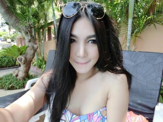 """Đời sống của nữ CĐV Thái Lan """"gây bão"""""""