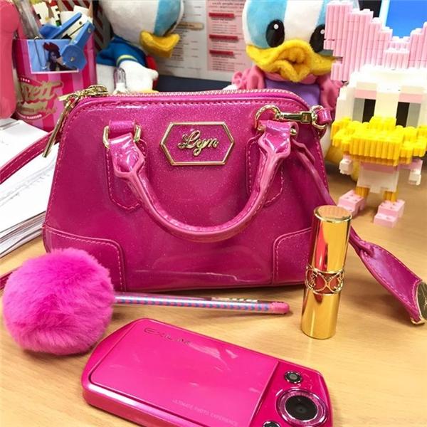 Cũng như các cô gái khác, Wongputtha đầu tư rất nhiều vào làm đẹp và mua sắm.