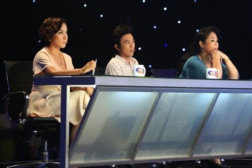 """Cũng trong tập này, ba vịgiám khảo sẽ đem đến những """"món quàtinh thần""""tặng cho các thísinh cũng như các khán giả đã quan tâm theo dõi chương trình. - Tin sao Viet - Tin tuc sao Viet - Scandal sao Viet - Tin tuc cua Sao - Tin cua Sao"""