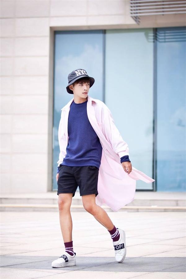 Minh Tuấn,chàng hot boy Sài thànhluôn đa dạng trong phong cáchthời trang. (Ảnh: Internet)