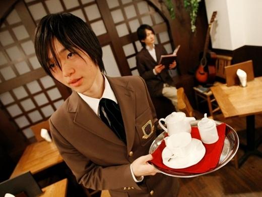 Edelstein Café là một trong số những nhà hàng ở Nhật Bản, nơi cả thực khách và phục vụ đều cư xử như các cảnh trong truyện manga. Trong ảnh là các nhân vật giáo viên và sinh viên.