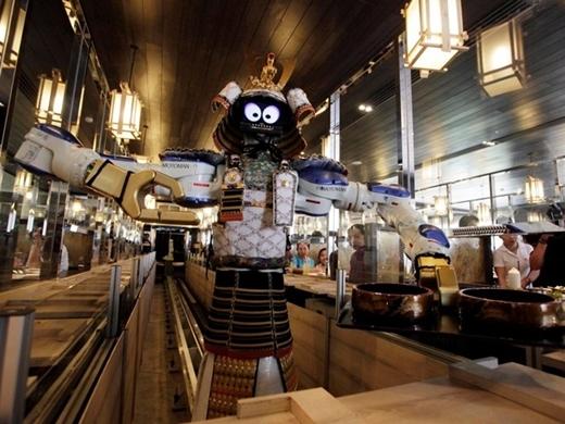 Chủ nhà hàng này ở Bangkok tiết lộ, bà đã mua lại nhà hàng với giá 927.600 USD. Giá bao gồm 4 robot, một trong số này hiện vẫn phục vụ đồ ăn cho thực khách của nhà hàng.