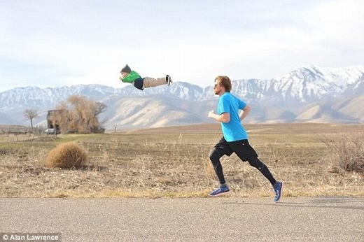 """...hay """"giám sát"""" cha chạy thể dục."""