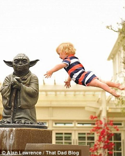 Ngưỡng mộ người cha giúp con trai mắc bệnh Down... bay như thiên thần