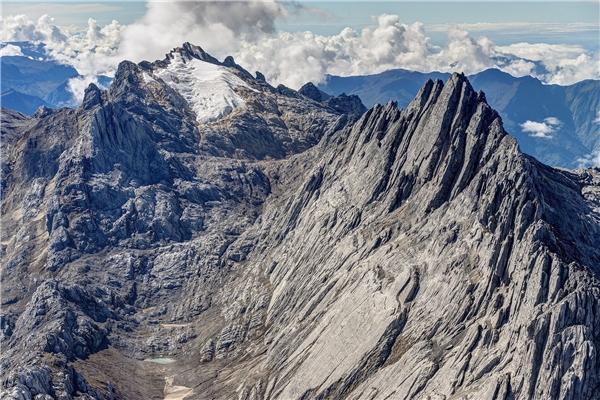 Với độ cao 4.884m, Puncak Jaya-hay còn được gọi là Kim tự tháp Carstensz -là đỉnh cao nhất của núi Carstensz trong dãy Sudirman.(Nguồn: Internet)