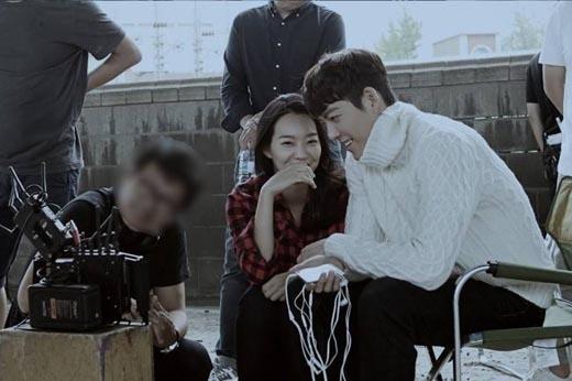 Ghen tị khoảnh khắc tình tứ của Kim Woo Bin và Shin Min Ah