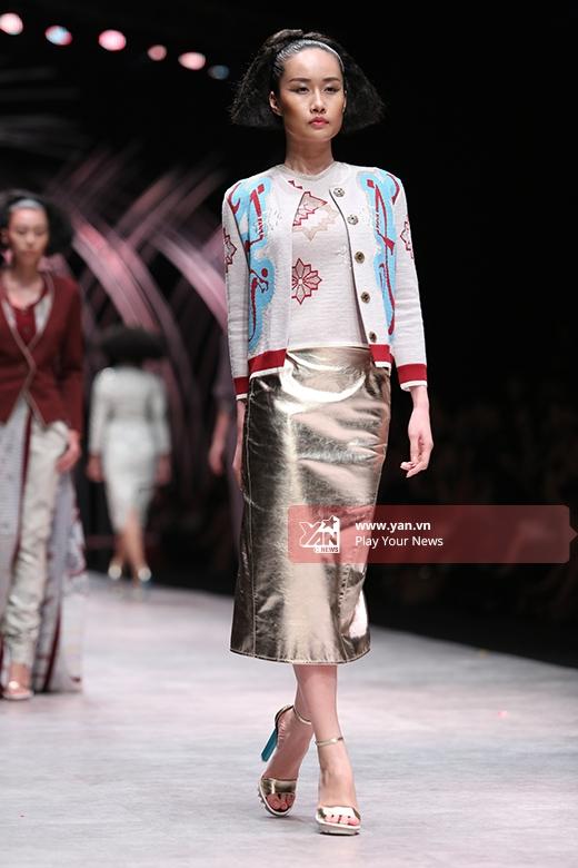 Lộng lẫy sắc màu thời trang cao cấp trong đêm mở màn VIFW 2015