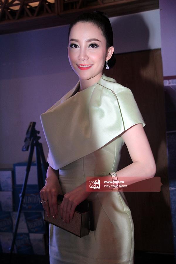 Diễn viên múa Linh Nga xinh đẹp dịu dàng với chiếc đầm ôm sát cơ thể. - Tin sao Viet - Tin tuc sao Viet - Scandal sao Viet - Tin tuc cua Sao - Tin cua Sao