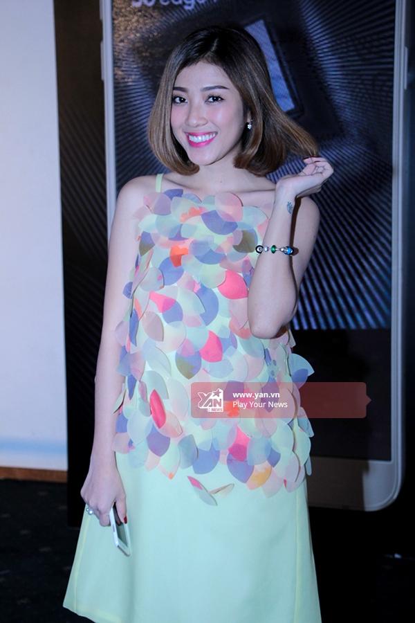 VJ Yumi Dương xinh xắn với chiếc váy đầy sắc màu. - Tin sao Viet - Tin tuc sao Viet - Scandal sao Viet - Tin tuc cua Sao - Tin cua Sao