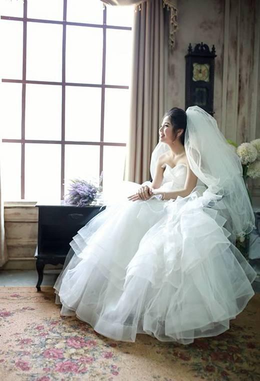 Cô dâu vô cùng xinh đẹp và dễ thương.(Ảnh: Internet)