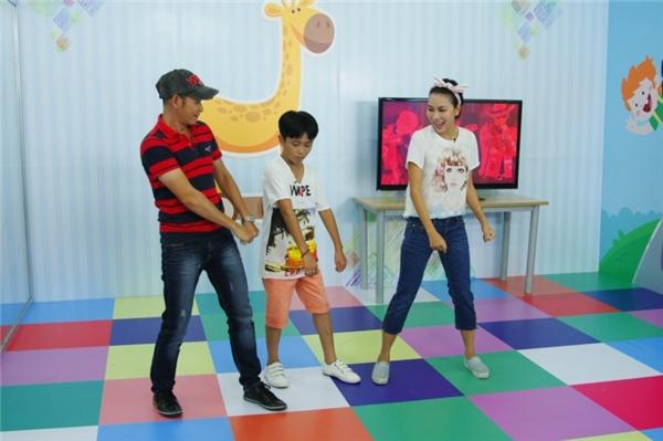 """Khánh Ngọc """"nhờ vả"""" học trò cưng hướng dẫn nhảy theo Bigbang - Tin sao Viet - Tin tuc sao Viet - Scandal sao Viet - Tin tuc cua Sao - Tin cua Sao"""