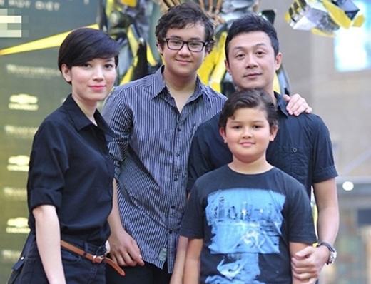 MC Anh Tuấn tự thấy mình may mắn khi người vợ hiện tại rất hợp và yêu quý hai con trai anh. - Tin sao Viet - Tin tuc sao Viet - Scandal sao Viet - Tin tuc cua Sao - Tin cua Sao