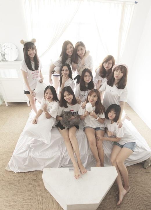 Các cô gái đều là sinh viên đến từ nhiều trường đại học khác nhau (ĐH Luật, Tài Chính Marketing, Hoa Sen…) nhưng có điểm chung là cùng một đam mê thời trang, đặc biệt là trang sức bạc.