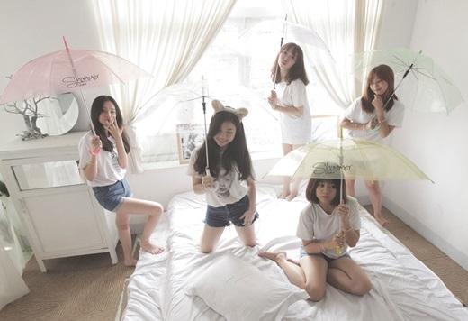 Dân mạng dậy sóng với dàn nhân viên xinh như nhóm nhạc Hàn Quốc