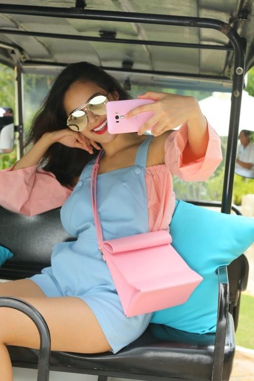 ZenFone Selfie: Chiếc điện thoại không thể thiếu trong mỗi chuyến du lịch.
