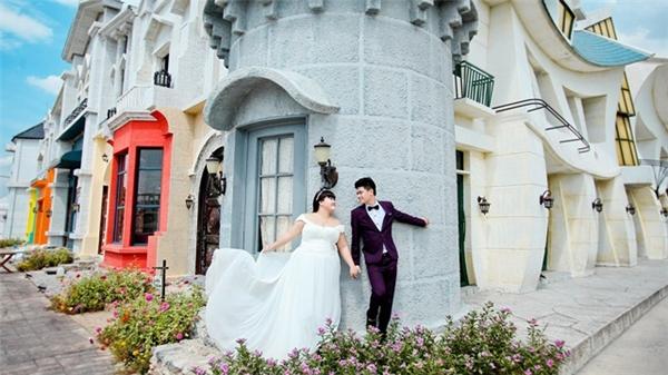 """Ảnh cưới của cặp đôi """"voi-kiến"""" Thanh Tùng- Thanh Mai. (Nguồn: Internet)"""