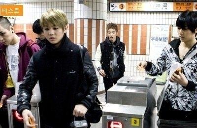 Beast cũng muốn trải nghiệm tàu điện ngầm như hầu hết những người dân Hàn Quốc từ những ngày đầu ra mắt.