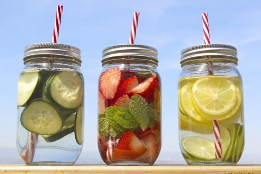 Việc chỉ nạp các loại nước uống và rau quả sẽ ảnh hưởng tới sức khỏe khi áp dụng phương pháp detox.