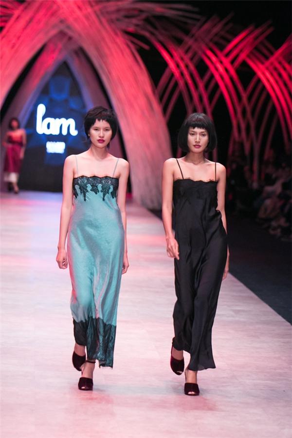 Các thiết kế trong bộ sưu tập vẫn là những phom dáng rộng hay mốt váy ngủ vốn đã làm nên thương hiệu của cô trong làng mốt Việt.