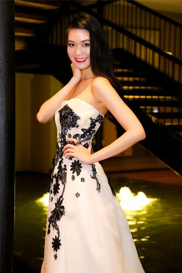 Với vẻ đẹp hiện đại, sắc sảo, Thùy Dung từng nhiều lần được đề cử dự thi những đấu trường nhan sắc lớn của thế giới nhưng người đẹp 25 tuổi luôn từ chối và chọn cách lui về hậu trường.