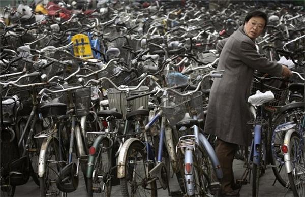 Bãi gửi xe bên ngoài nhà ga ở Bắc Kinh.