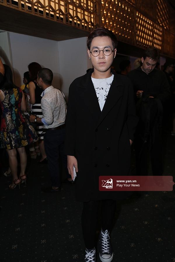 Tín đồ thời trang đổ bộ thảm đỏ Vietnam International Fashion Week 2015