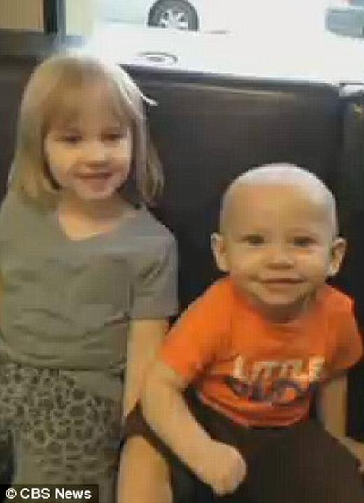 Hai đứa con kháu khỉnh của Hayden. (Ảnh: CBS News)