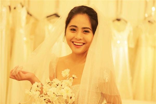 Kiều Anh lấp lửng ảnh chụp với váy cưới thời gian trước đó. - Tin sao Viet - Tin tuc sao Viet - Scandal sao Viet - Tin tuc cua Sao - Tin cua Sao