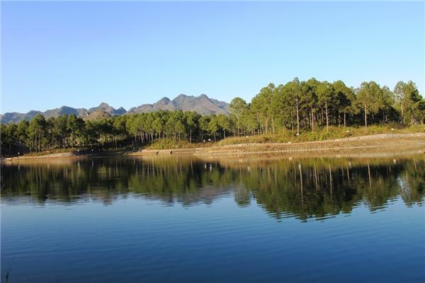 Hồ rừng thông bản Áng.(Ảnh: Internet)