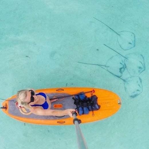 Chỉ cần ngắm nước biển xanh trong ở Moorea, Tahiticũng đủ xua tan một ngày bức bối.(Nguồn Internet)