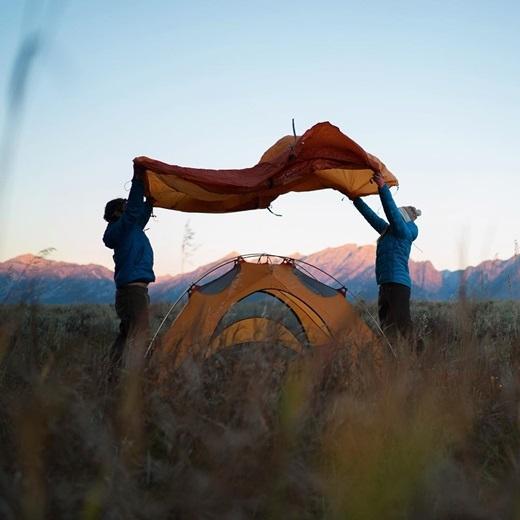 Sống giữa thiên nhiên không có gì khó, chỉ cần tìm một khu cắm trại nhưGros Ventre ở vườn quốc gia Grand Teton, Wyoming, trải bạt, dựng lều rồi ung dung ngắm đất trời.(Nguồn Internet)