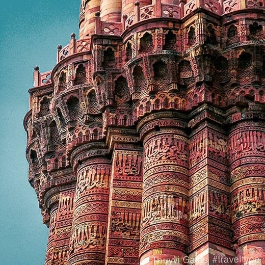 Là một di sản thế giới được UNESCO công nhận, Qutub Minar ở ngoại ô thành phố New Delhi, Ấn Độ thật sự là một công trìnhcó thể gây choáng ngợp cho bất kì ai bởi từng đường nét tỉ mỉ trên toàn bộ kiến trúc.(Nguồn Internet)