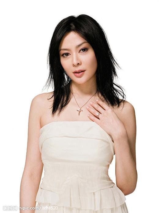 Trước đây, mínữ Quan Chi Lâm sở hữu tên thật rất hay làQuan Hoa Tuệ, thời điểm đó cô được công ty lăngxê rất nhiều nhưng vẫn không thể nổi tiếng. Cuối cùng, cô quyết định đổi tên thành Quan Chi Lâm và nhanh chóng trở thành ngôi sao hàng đầu Hoa ngữ.