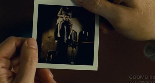 Ma quỷ cũng không tha cho máy chụp ảnh polaroid đâu.(Nguồn: Internet)