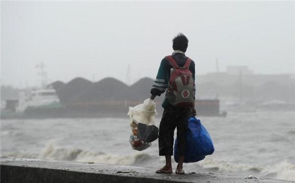 Cơ quan chức năng của Philippines cho biết, siêu bão Koppuđã đổ bộ trực tiếp vào thị trấnCasiguran thuộc đảo Luzon gây mưa rất lớn. Sức gió giật lên tới 240km/h vàtạo sóng biển cao 4m.Ảnh: Internet