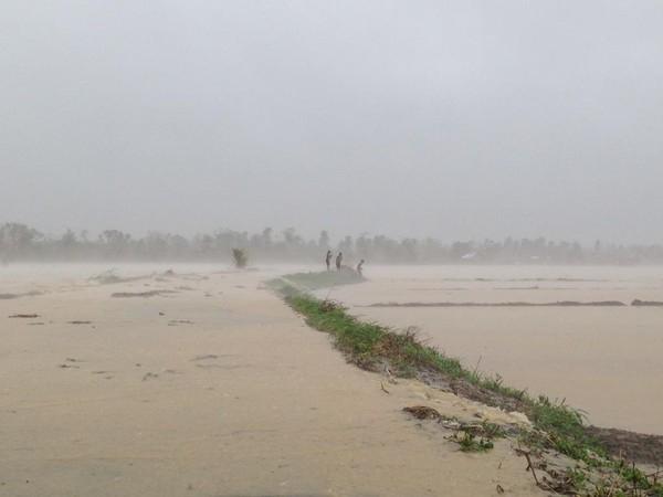 """Các chuyên gia khí tượng dự đoán, đây mới chỉ là giai đoạn đầu của bão Koppu, trong khoảng thời gian 3 ngày tới mà """"quái vật"""" này đi qua Philippines sẽgây mưa to, lũ lụt và lở đất. Ảnh:Internet"""