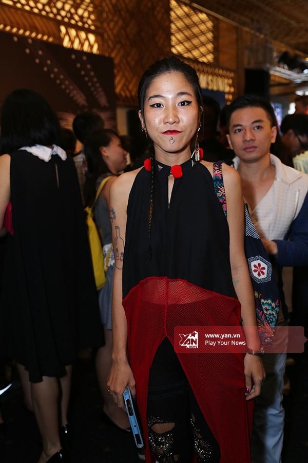 Phong cách thời trang Nhật Bản được hai cô nàng này ưa chuộng từ những ngày đầu của Vietnam International Fashion Week 2015.