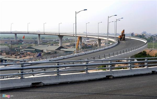 Ðiểm đầu cách mố bắc cầu Thanh Trì hơn 1 km, điểm cuối là đập Ðình Vũ, quận Hải An (Hải Phòng). Cao tốc có 6 km chạy qua Hà Nội, 26 km qua Hưng Yên, 40 km qua Hải Dương và 33 km qua Hải Phòng.