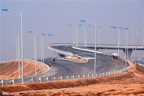 Ðây là cao tốc đầu tiên của Việt Nam xây dựng theo tiêu chuẩn quốc tế. Dự án được khởi công từ tháng 5/2008, dự kiến hoàn thành và thông xe toàn tuyến vào ngày 6/12/2015. Tổng mức đầu tư 45.487 tỷ đồng, từ nguồn vốn vay của Ngân hàng phát triển Việt Nam (VDB).
