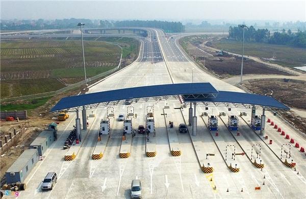 Ngày 1/10, cao tốc Hà Nội - Hải Phòng bắt đầu thu phí với mức thấp nhất 110.000 đồng/lượt, cao nhất 600.000 đồng/lượt tùy loại xe. Trong ảnh là trạm thu phí quốc lộ 39.