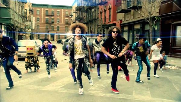 Điệu nhảy Shuffle trên nền nhạc sôi động củaMV Party Rock Anthem.(Nguồn: Internet)