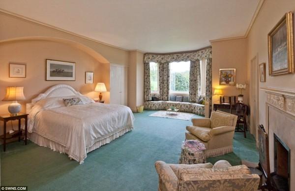 Với 10 phòng ngủ, căn biệt thự này sẽ là nơi đại gia đình của Beckham tụ tập cùng nhau tận hưởng những kì nghỉ ngắn ngày.