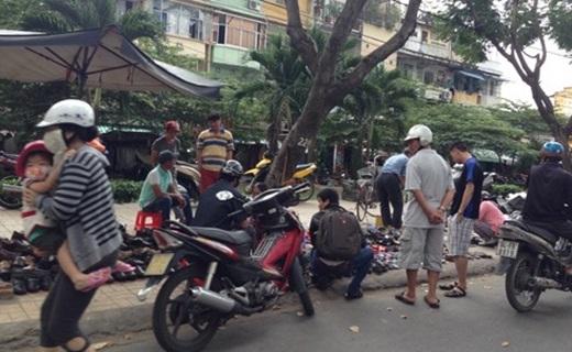 Mỗi ngày, từ khoảng 8 giờ sáng đến hơn 6 giờ chiều, khu vực Lý Thường Kiệt – nơi chợ đồ cũ Hùng Vương thường họp, không khi nào vắng bóng khách.(Nguồn: Internet)