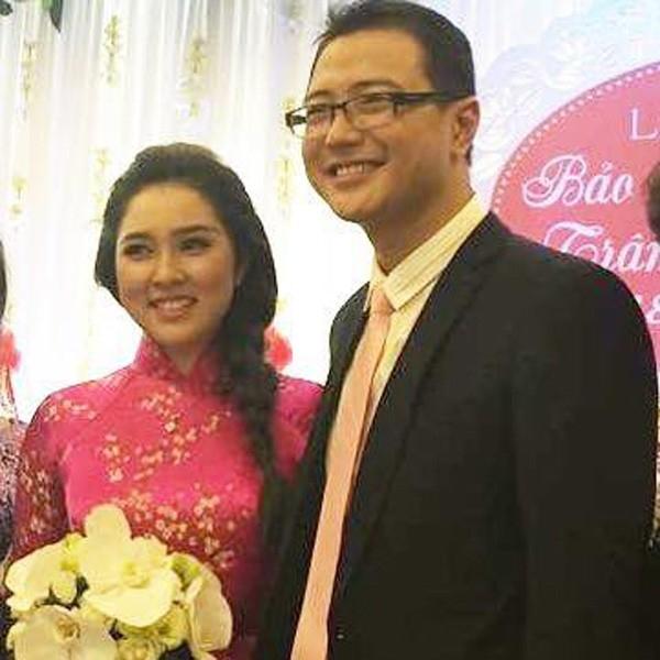 Bảo Trâm cùng chồng sắp cưới trong lễ ăn hỏi diễn ra vào sáng 18/10 tại Hà Nội. - Tin sao Viet - Tin tuc sao Viet - Scandal sao Viet - Tin tuc cua Sao - Tin cua Sao
